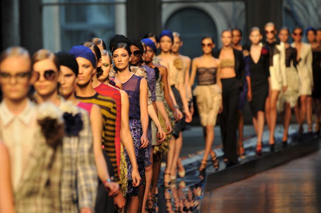 runway-models-fashion-women-clothing