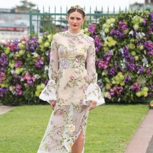 jesinta-campbell-spring-racing-style-beauty-tips